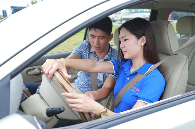 Kinh nghiệm lái xe an toàn và kỹ thuật xử lý tình huống