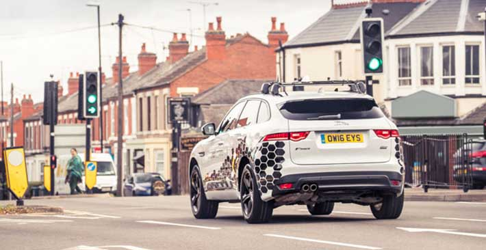 Jaguar Land Rover sáng chế công nghệ nhận diện đèn xanh, đèn đỏ