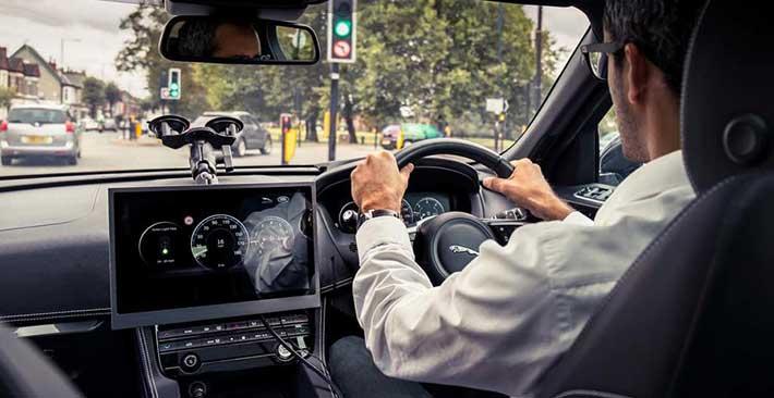 Jaguar Land Rover sáng tạo công nghệ giúp tài xế tránh đèn đỏ